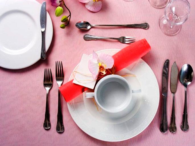 Можно ли на стол в ресторане ставмть графины