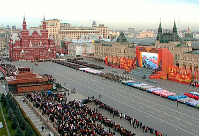 3040829: вид на сцену и праздничное убранство красной площади в дни празднования годовщины битвы под москвой в